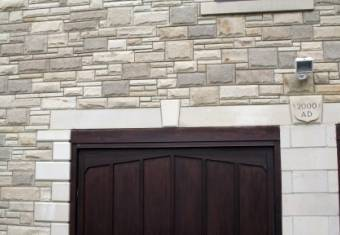 sandstone-garage-decoration-1
